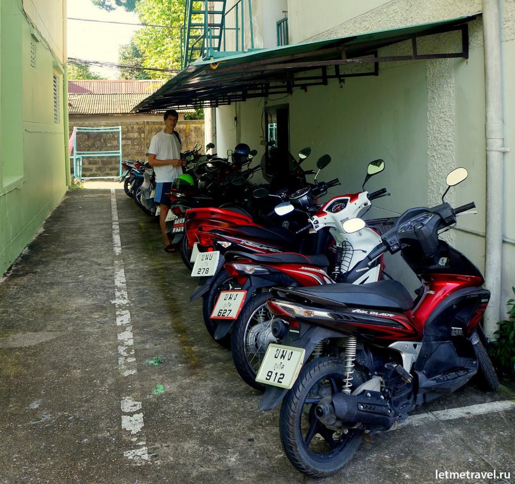 Парковка перед кондо-отелем: на каком бы байке сегодня поехать?