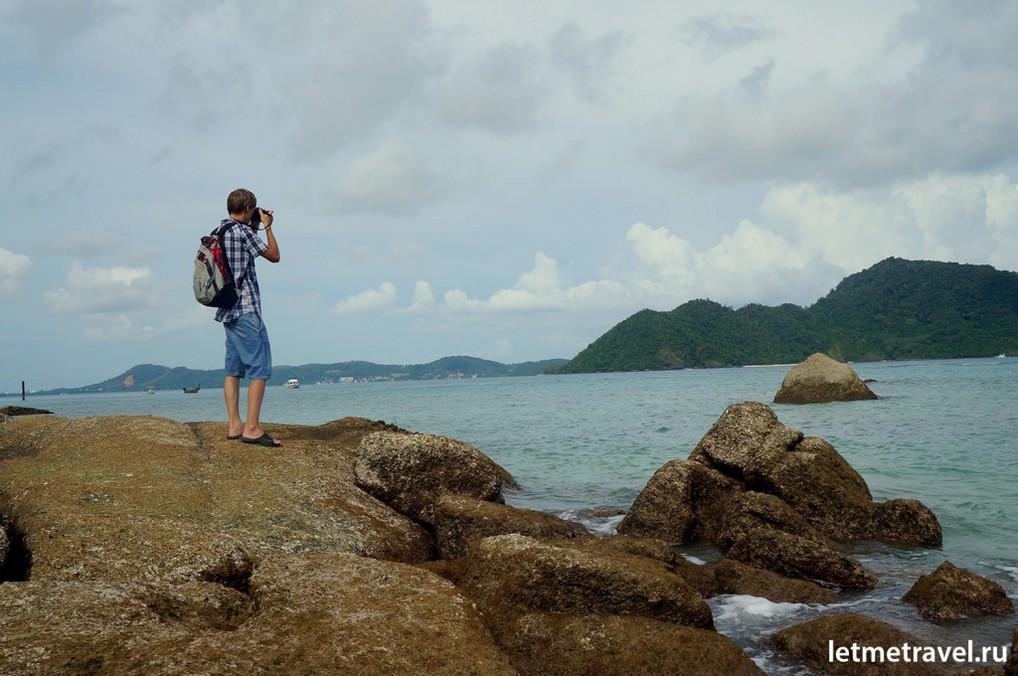 Сашка  ловит кадры на пляже Лаем Ка