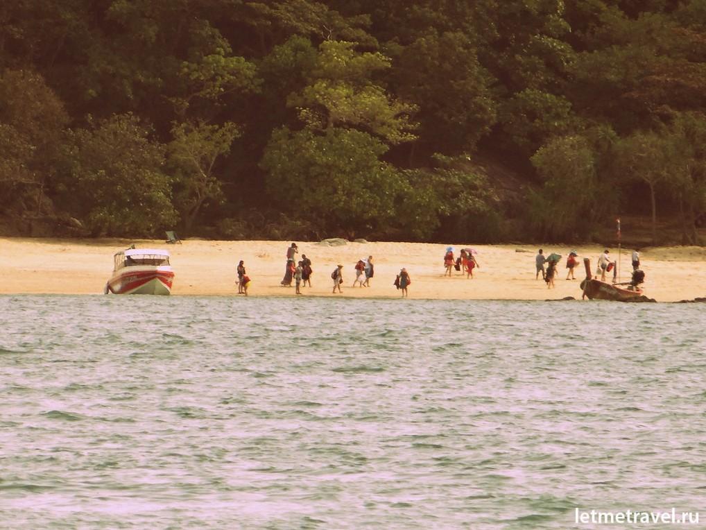 Туристы на Коралловом острове
