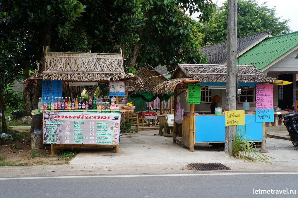 Лавочка,где мы покупаем банановые блинчики