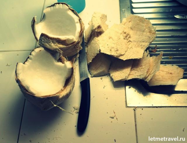 Наш первый кокос на Пхукете