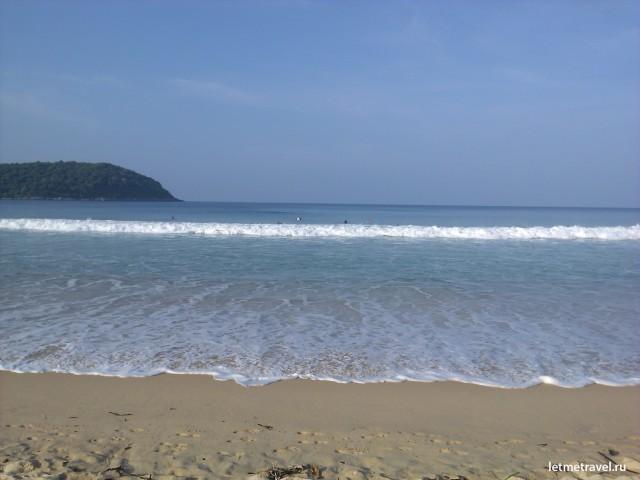 Утро на пляже Най Харн