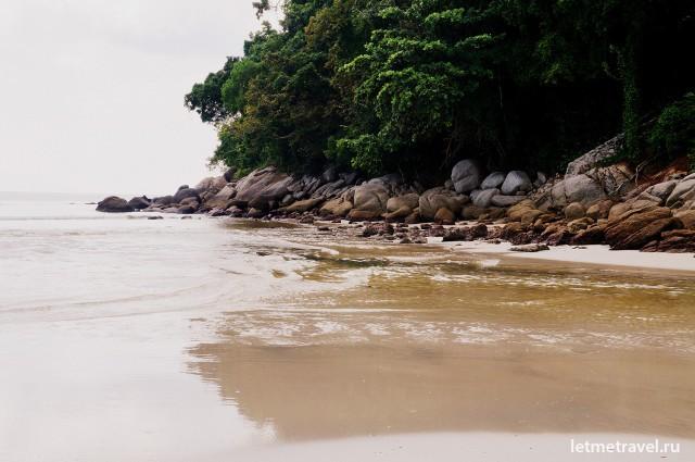 Каменистое побережье Ката