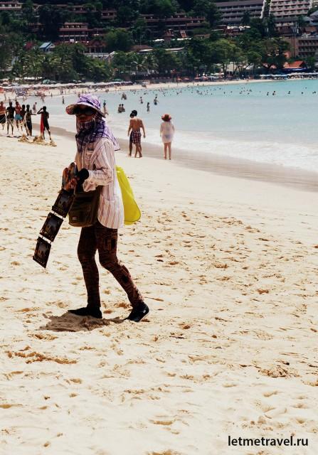 Торговцы на пляже Ката
