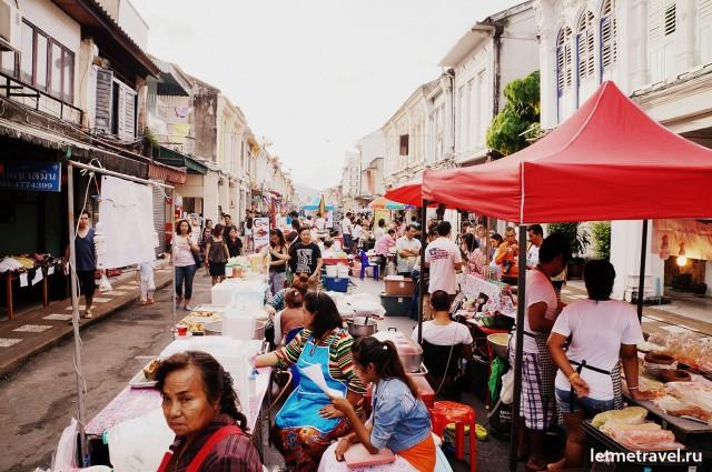 Ночной рынок на улице Таланг