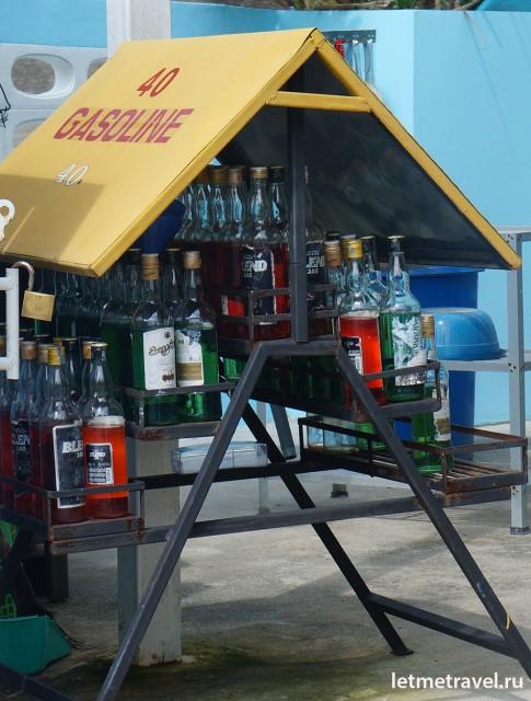 Бензин в бутылках из под виски