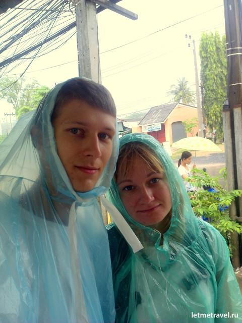 По дороге в церковь нас застал дождь