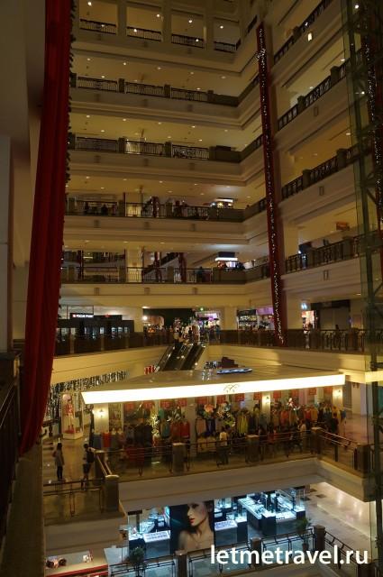 Торговый центр внутри