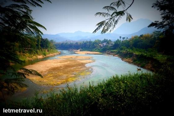 Вид на приток Меконга с другой стороны от горы Пу си